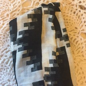 geo urban outfitters circle scarf black-cream